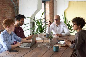 Jak zostać Audytorem wewnętrznym? Jakie musisz spełnić wymagania? Jakie kursy i szkolenia wybrać, aby znaleźć pracę?