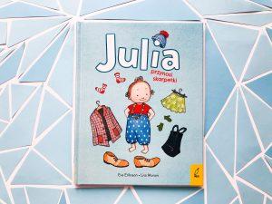 SHORTIE: Julia przynosi skarpetki